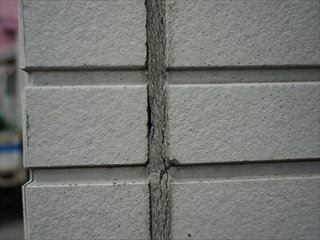 外壁サイディングコーキング亀裂1
