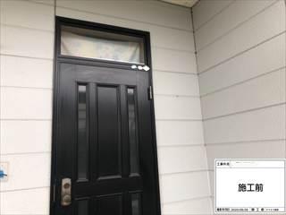玄関ドア枠コーキングヒビ割れ